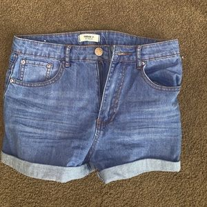 NEVER WORN FOREVER21 SHORTS. PERFECT CONDITION